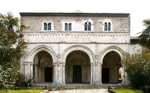 Abbazia di San Clemente a Casauria, facciata
