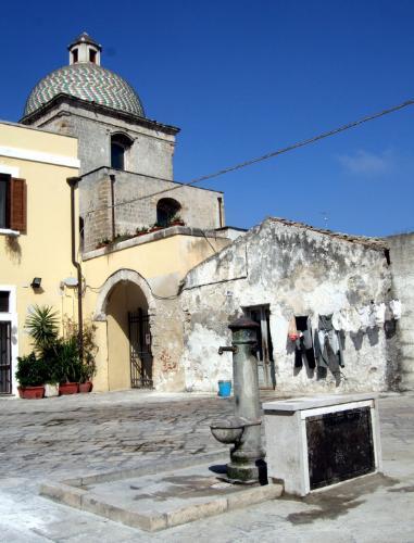 Piazza San Pietro degli Schiavoni, Brindisi